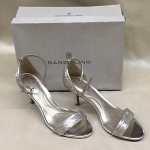 Bandolino Heels open toe. Size 9M. Gold Madia8.